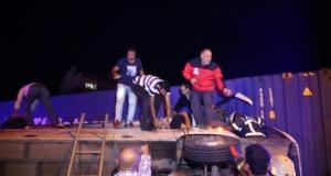 Sevrvis midibüsü TIR'a çarpıp devrildi: 29 yaralı