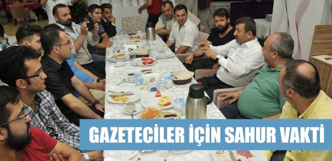 Gazeteciler Darıca'da sahur yaptı