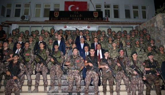 Başbakan Yıldırım'dan Çukurca'ya sürpriz ziyaret