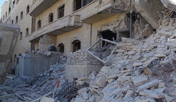 Esed Halep'te son iki hastaneyi de bombaladı!