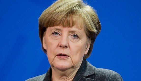 Merkel, Erdoğan'ın önünde diz çöktü