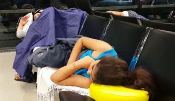 Yolcular havalimanında mahsur kaldı