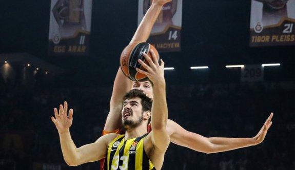 Fenerbahçe derbide Galatasaray'ı devirdi