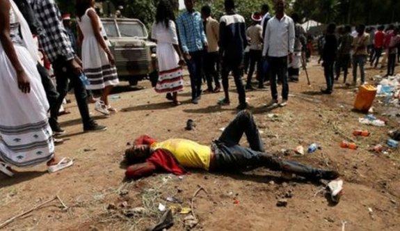 Gösterilerde 300 kişi öldü