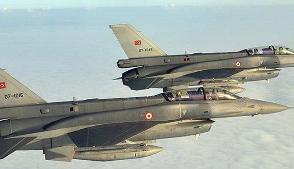 Savaş uçakları karargahı vurdu