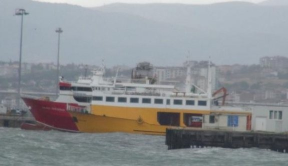Şiddetli lodos nedeniyle çok sayıda feribot seferi iptal edildi