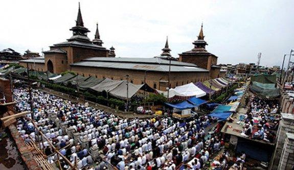 19 hafta sonra Müslümanlar cuma namazı kılabildı