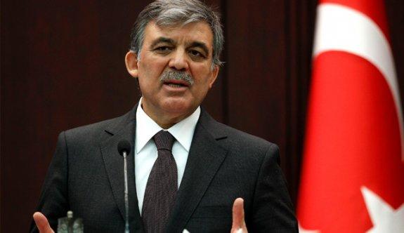 Abdullah Gül'ün ayakkabılarını bile çıkarttırdılar!