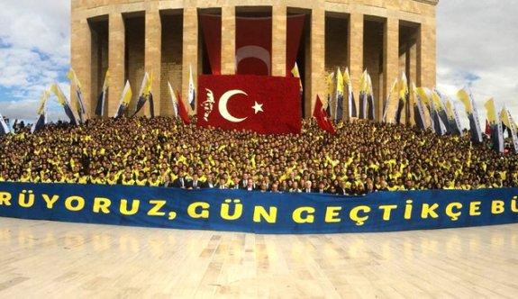 Ali Koç, 3 bin Fenerbahçeli ile Anıtkabir'de