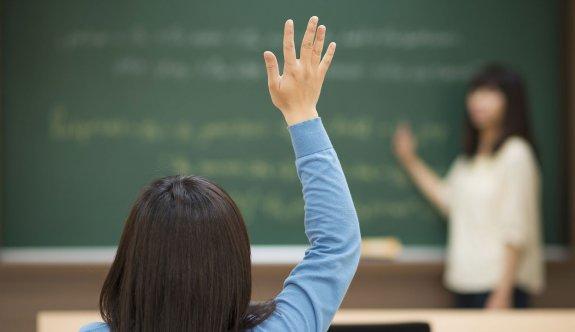 MEB'de 2 bin öğretmen açığa alındı