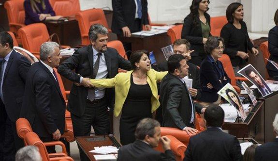 TBMM'de yumruklu kavga! HDP'li vekil revire kaldırıldı!