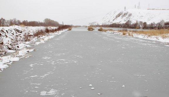 Türkiye'nin en uzun nehri kısmen buz tuttu