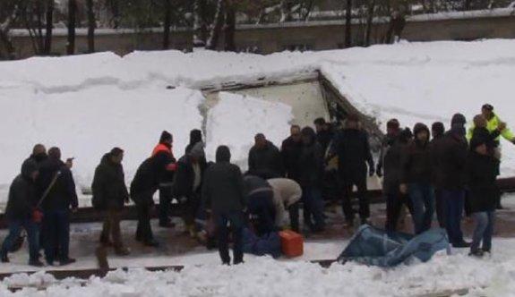 Ataköy Camii'nde kardan tente çöktü: 3 kişi öldü