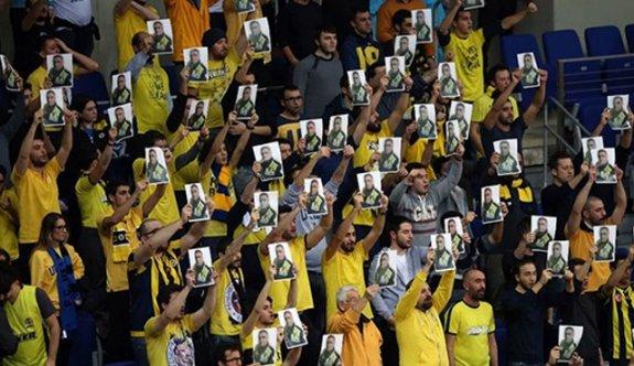 Fenerbahçeli taraftarlar Fethi Sekin'i unutmadı
