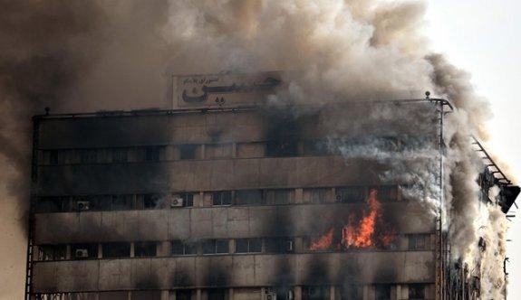 Tahran'da 17 katlı tarihi bina çöktü: 30 İtfaiyeci öldü!