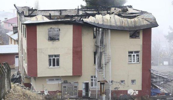Adana'daki yangınla ilgili tahliye edilen 4 kişi yeniden tutuklandı