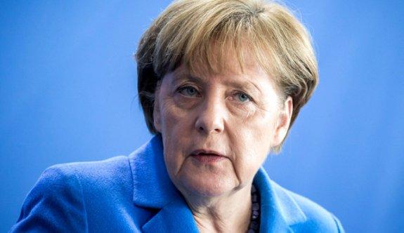 Angela Merkel'den Deniz Yücel tepkisi