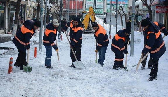 Belediyenin 'kar timi' durmak bilmiyor