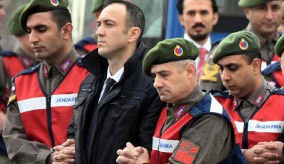 Erdoğan'a suikast girişiminde 'kırmızı tişörtlü sivil' gizemi