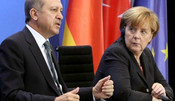 Erdoğan'dan Merkel'e 'İslamist terör' tepkisi