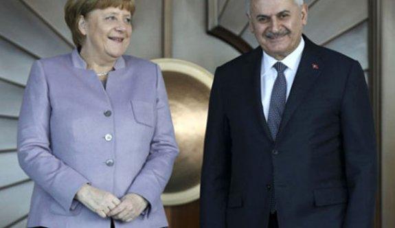 Erdoğan uyarmıştı! Merkel yine o kelimeyi kullandı