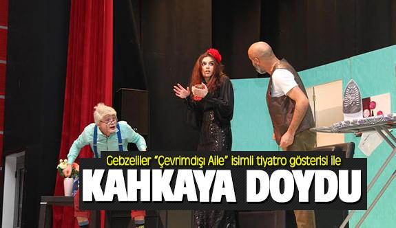 """Gebzeliler """"Çevrimdışı Aile"""" isimli tiyatro gösterisi ile kahkahaya doydu"""