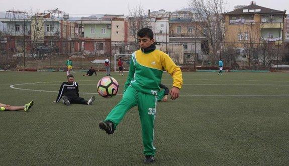 İşitme engelli genç; Hedefim milli takımda oynamak