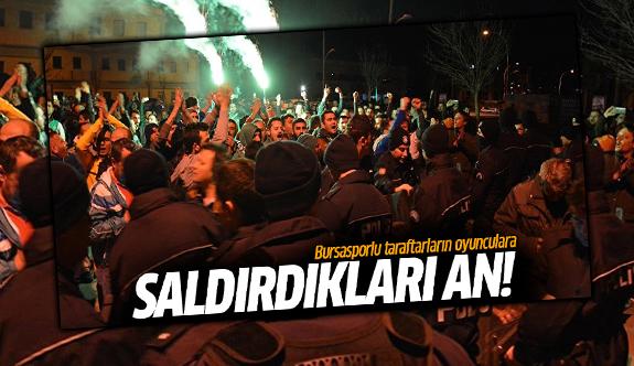 Bursasporlu taraftarların oyunculara saldırdıkları an!