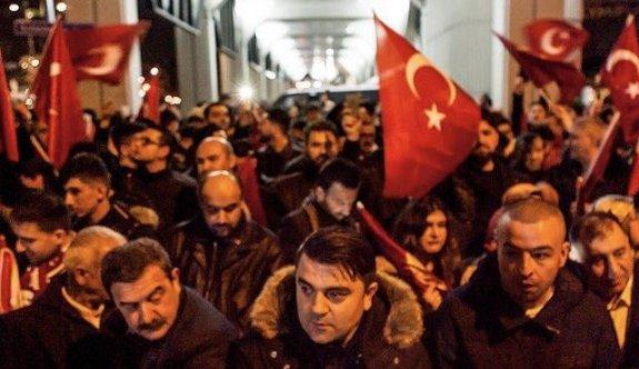 Gurbetçiler Erdoğan için sokaklara indi