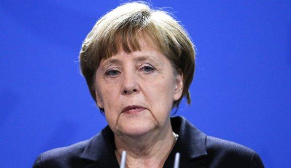Miting krizine Merkel'den ilk açıklama!