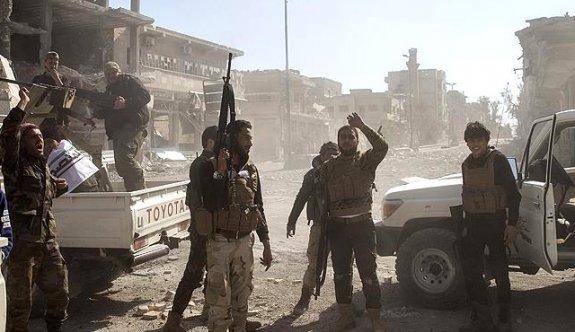 Türk askeri mehterle El Bab'a girdi!