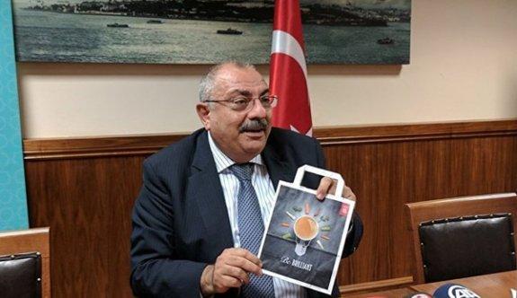 Türkeş CHP'nin kampanyasının orijinalini gösterdi