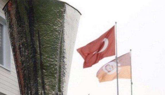 Galatasaray'dan Beşiktaş'a UEFA göndermesi sosyal medyayı karıştırdı