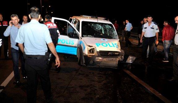 Polis aracıyla otomobil çarpıştı: 5 ölü, 5 yaralı