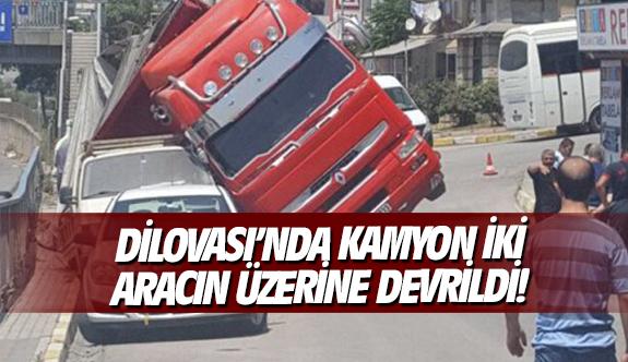 Dilovası'nda kamyon iki aracın üzerine devrildi!