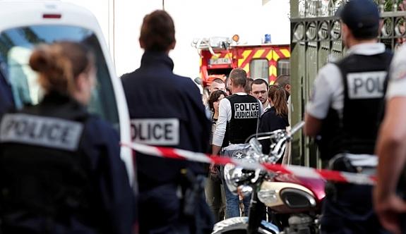 Paris'te askere saldırı: 6 yaralı