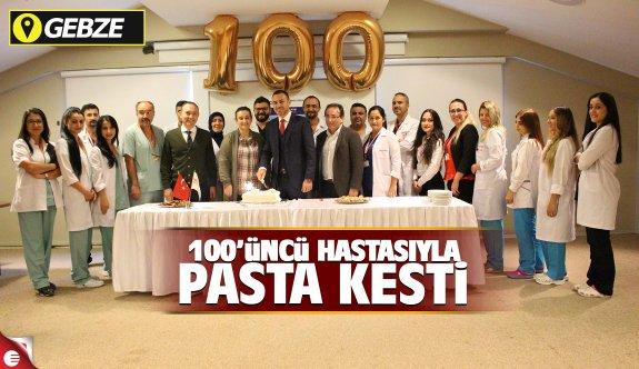 100'üncü hastasıyla pasta kesti