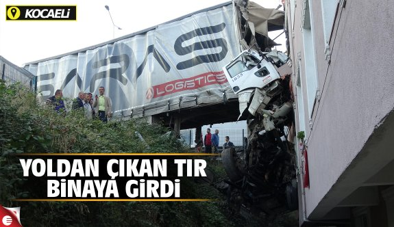 Binaya çarpan TIR'ın sürücüsü öldü, evdekiler deprem korkusu yaşadı