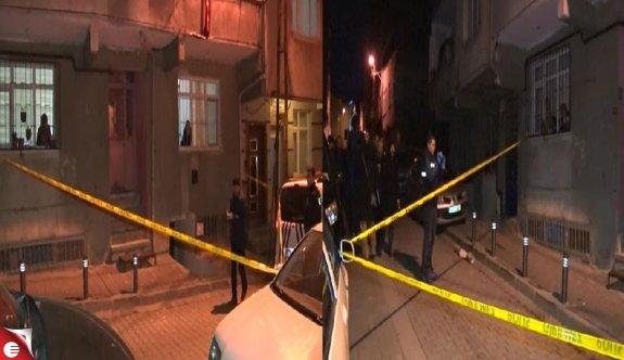 Küçükçekmece'de 5 katlı binanın girişine ses bombası atıldı