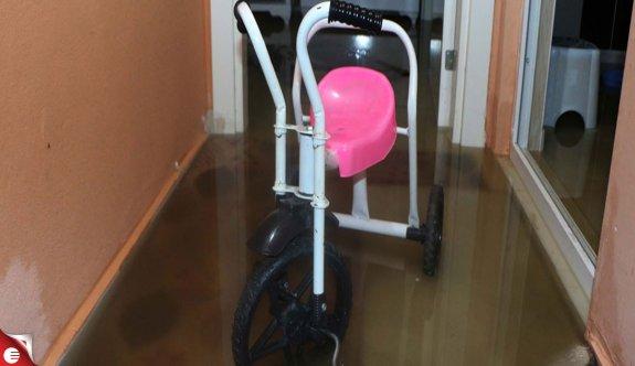 Ev ve işyerlerini su bastı, Belediye Başkanı özür diledi