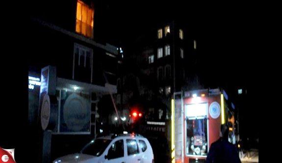 Evde yangın çıktı! 4 kişi hastanelik oldu
