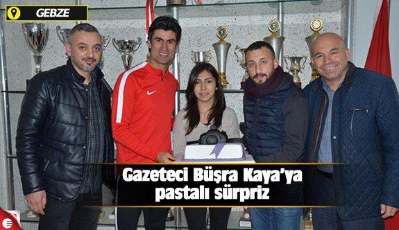 Gazeteci Büşra Kaya'ya pastalı sürpriz