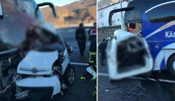 Hafif ticari araç, yolcu otobüsü ile çarpıştı: 4 ölü, 7 yaralı