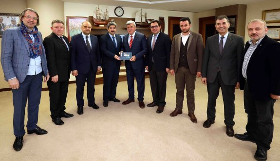 Başkan Karaosmanoğlu, ''İDEV ticari hayata enerji veriyor''