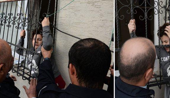 Eşinin eve kilitlediği kadını, polis kurtardı