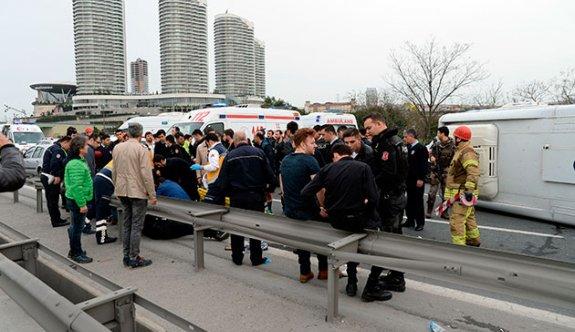 Çevik kuvvet minibüsü kaza yaptı: 6 polis yaralı