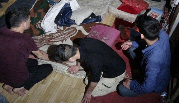 Erzurum'da insan kaçakçılarına şafak operasyonu; çok sayıda gözaltı
