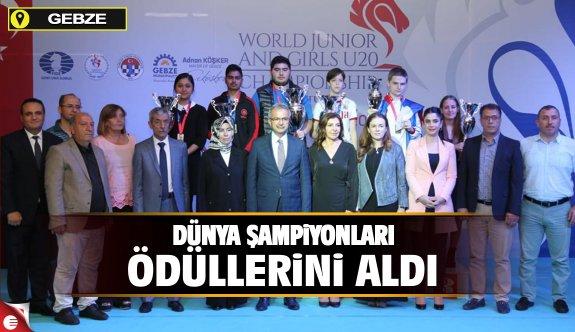 Dünya şampiyonları ödüllerini aldı