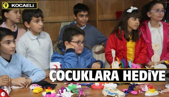 Suriyeli çocuklar için hediye