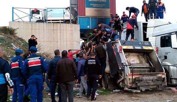 Çöp konteynerine düşen işçi öldü
